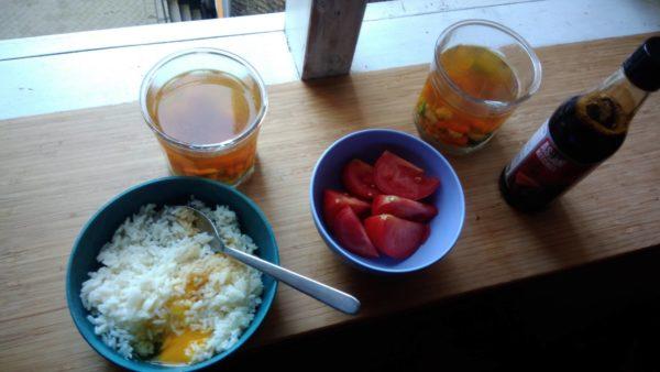 卵かけご飯とスープ