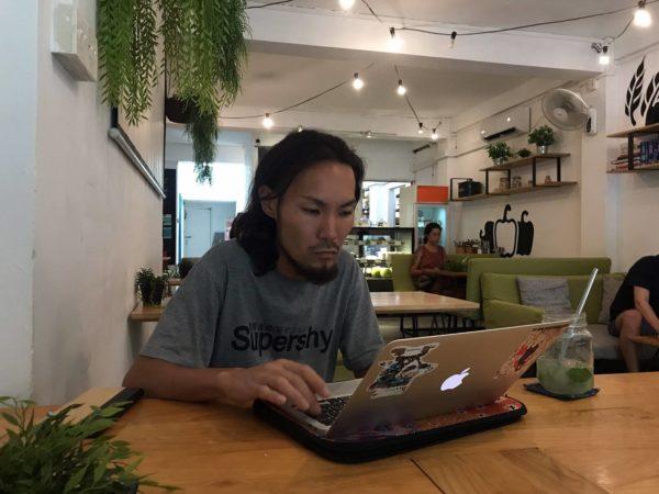 カフェで情報収集